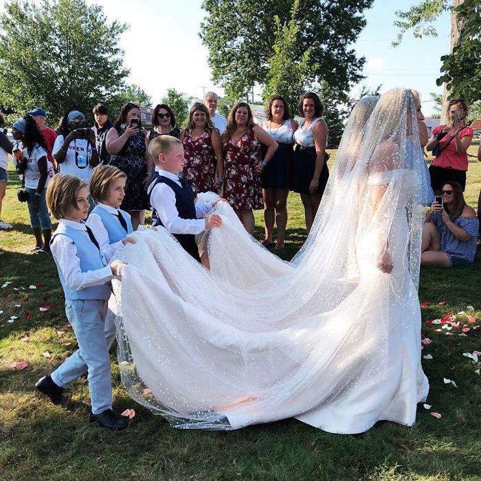 Близнецов на свадьбе было предостаточно.