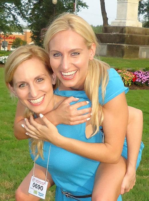 Девушки уже несколько лет посещали фестиваль близнецов.