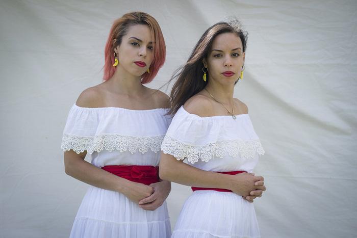 Джули и Анжелика Ривера родом из Пуэрто-Рико.