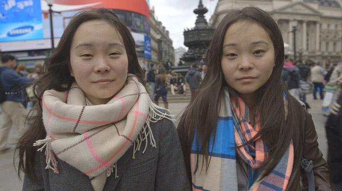 Сестры-близнецы.