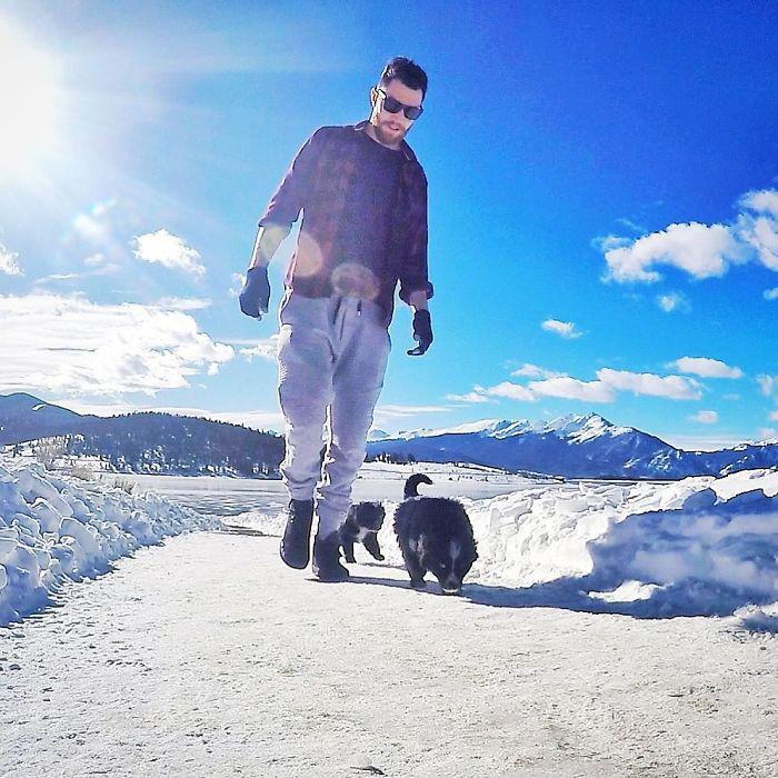 Вместе с щенками Джордан преодолел 50 000 км. Instagram jordankahana.