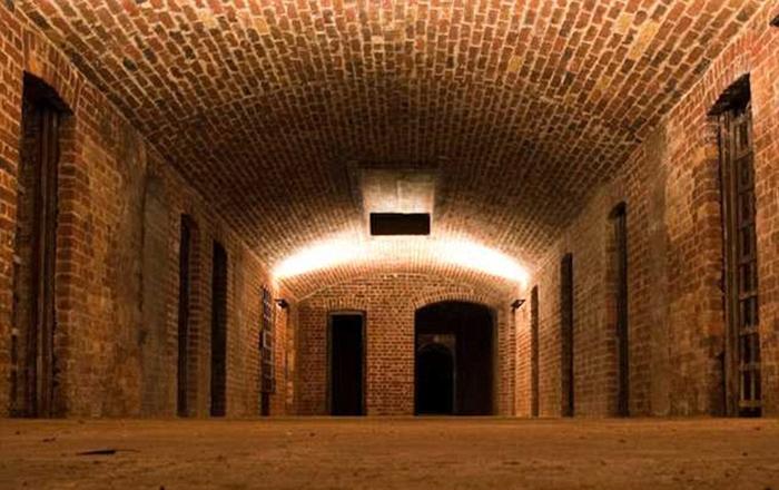 Подземная тюрьма.