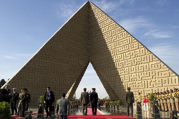 Египетский монумент в честь Неизвестного Солдата.