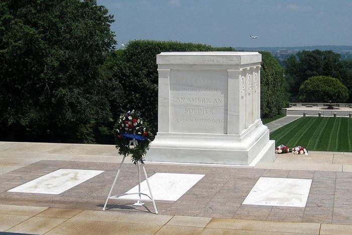 Могила Неизвестного Солдата в США.