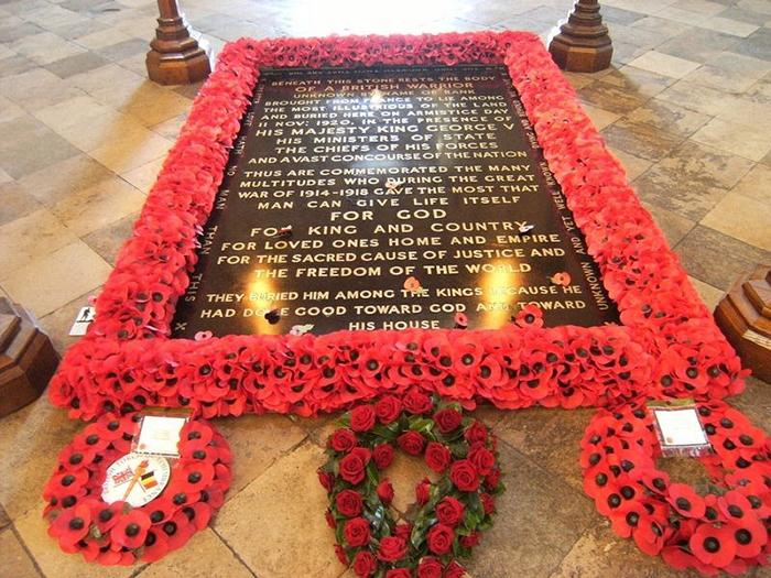 Могила Неизвестного Солдата в Вестминстерском Аббатстве.