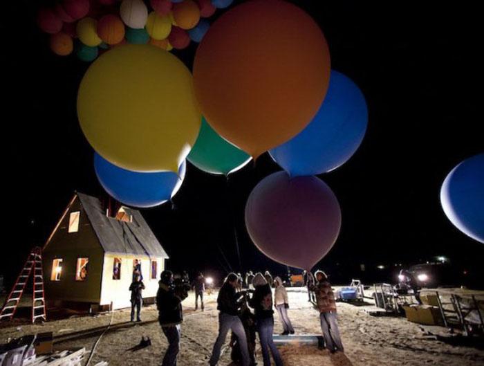 Всего было использовано 300 шаров, каждый из которых 2,5 метров высотой.