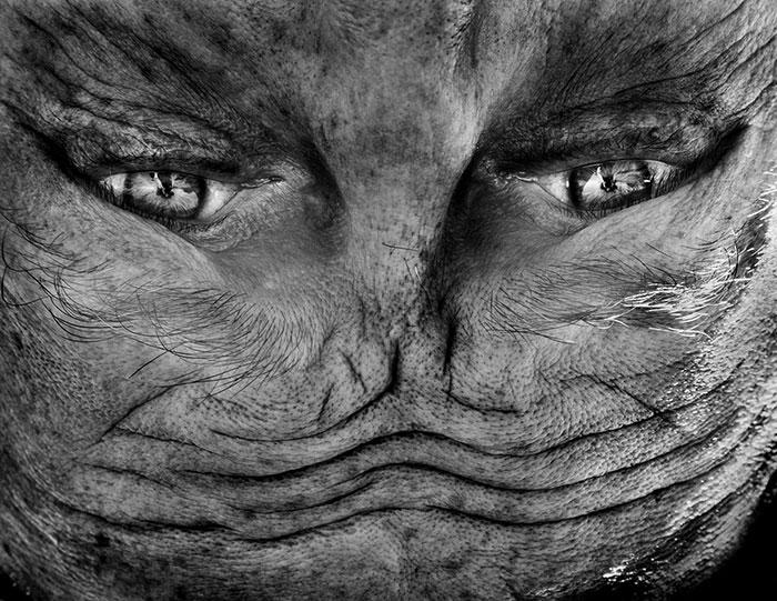 Инопланетянин, затаившийся в одном из жителей Кейптауна.