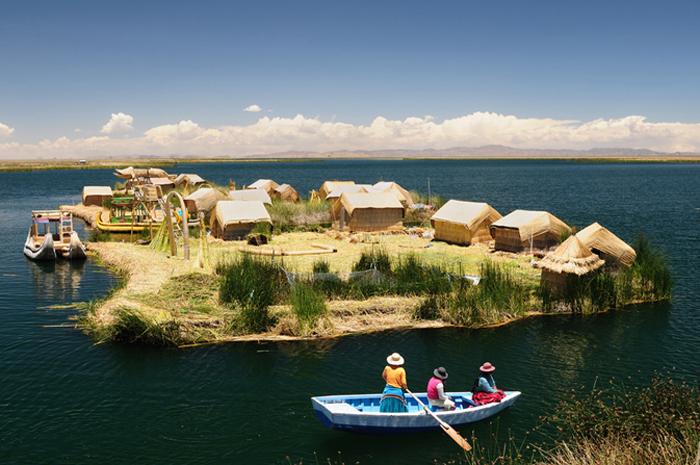 Деревня племени Уру.