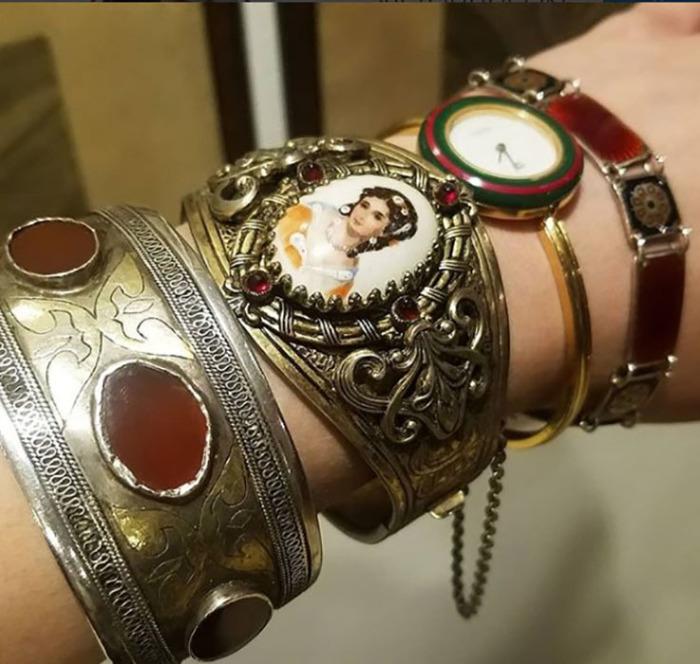 Браслет викторианской эры с миниатюрным браслетом, часы от Gucci, датский браслет ок.1920г. из серебра и эмали.  Instagram victoriancoke.