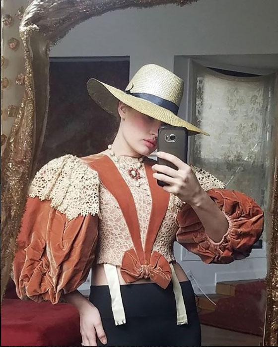 1860-е годы, бархат. Instagram victoriancoke.