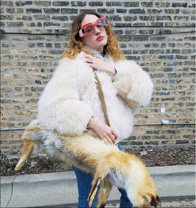 Нашла это на блошином рынке. Если вас обижает то, что раньше использовали натуральные меха, то увы - таковы были времена. Instagram victoriancoke.