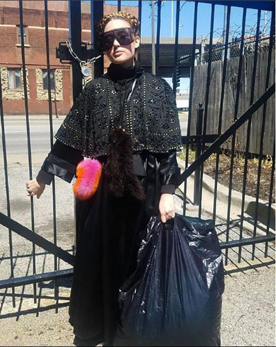 Выносить мусор - так при полном параде! Instagram victoriancoke.