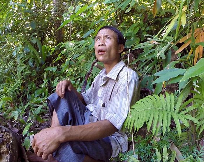 Старшему брату Ланга потребовалось несколько лет, чтобы убедить своего отца вернуться к людям.