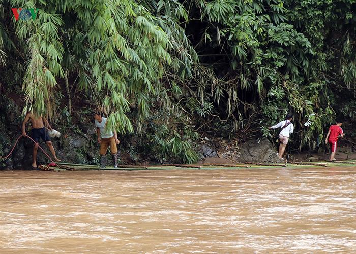 Переправа через реку в сезон дождей.