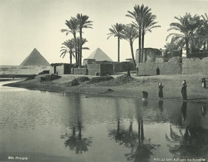 Кафиры у пирамид.