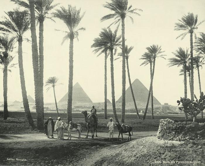 Дорога к пирамидам в Гизе.