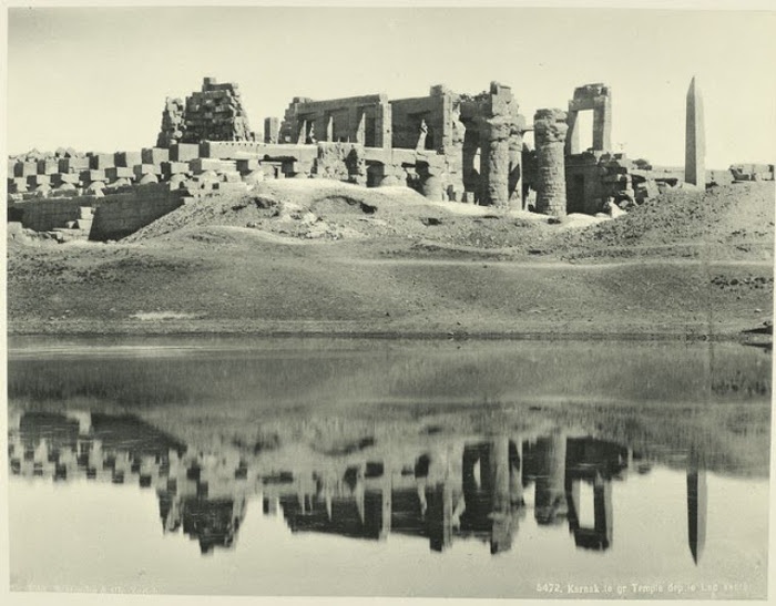 Великий храм и священное озеро.