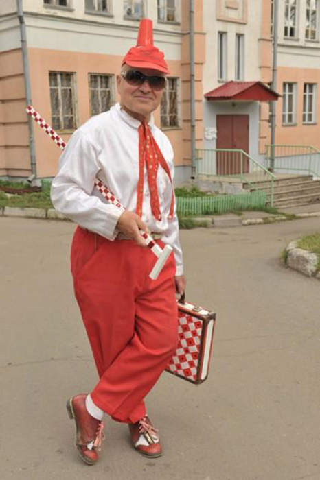 Костюм *советского пионера* - один из любимых нарядов Виктора Сергеевича.