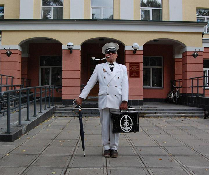 *Мне нравятся наряды советской тематики.*