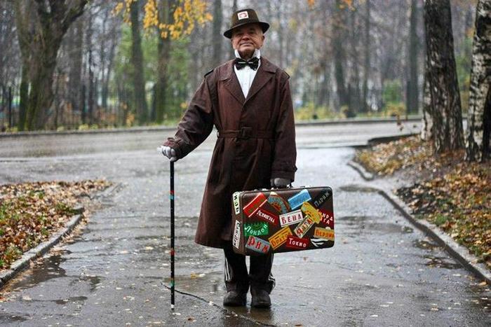 Виктору Сергеевичу нравится выглядеть, как герои любимых фильмов.
