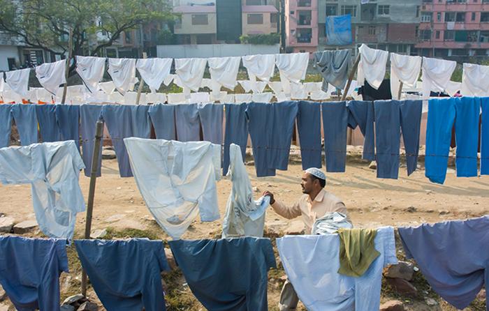 Здесь стирают как личную одежду, так и белье для фирм и организаций.