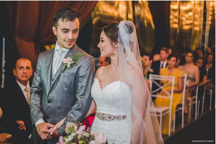 Жених и невеста очень переживали в день своей свадьбы из-за непогоды. Фото: Felipe Paludetto.
