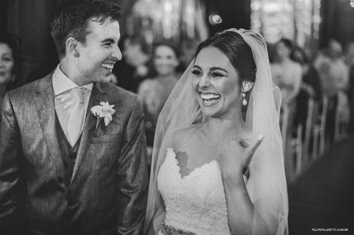 Невеста сказала, что ей очень нравятся животные, и она не против, чтобы собака осталась с ними в день свадьбы. Фото: Felipe Paludetto.