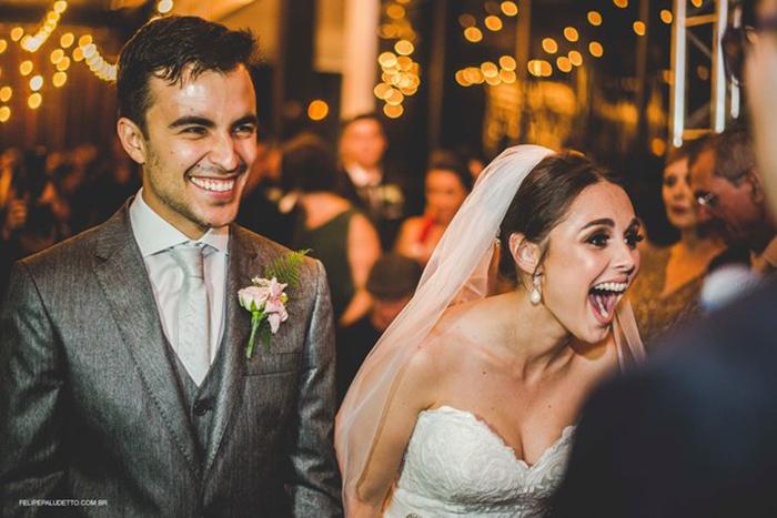 Вопреки опасениям гостей, невеста обрадовалась, увидев бродячего пса. Фото: Felipe Paludetto.