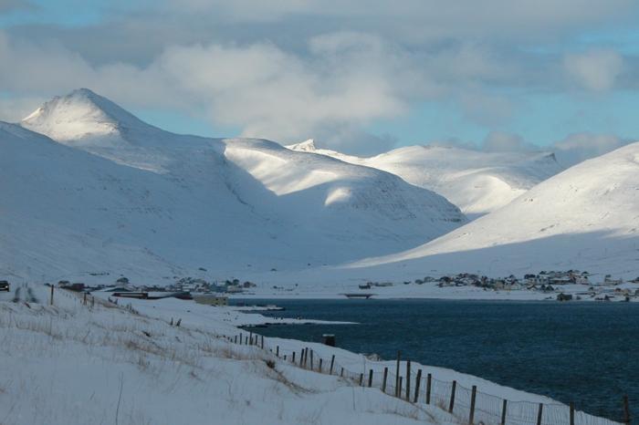 Один из заливов Фарерских островов суровой зимой.