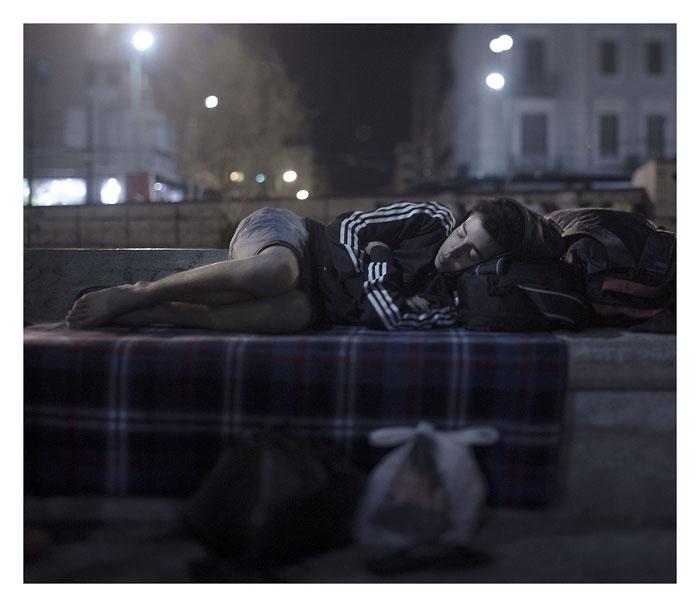 Абдул Карим Аддо, 17 лет. Спит на площади Омонойя в Афинах, Греция.