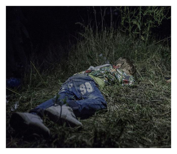 Ахмед, 6 лет. Спит на земле в Хоргос, Сербия.