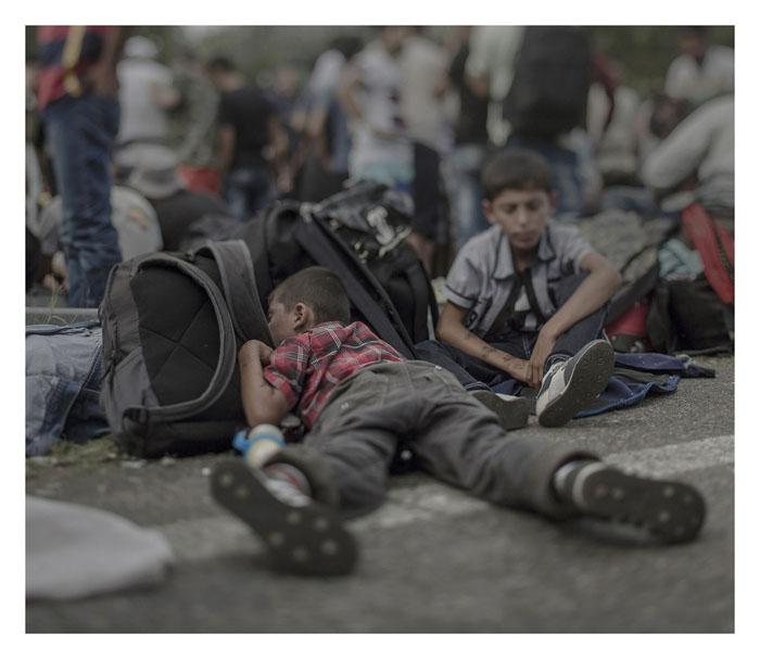 Ахмад, 7 лет. Спит на полу в Хоргос, Сербия.