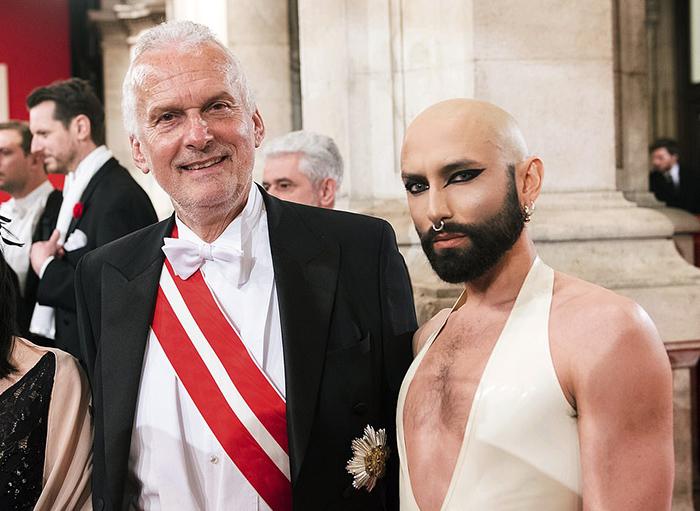 Австрийский министр юстиции Йозеф Мостер и певец Кончита Вурст.