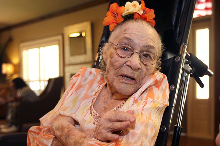 церковно-приходской самый старый человек фотография тщательно позаботьтесь
