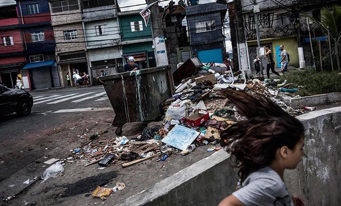 Мусор на улицах Сан-Паулу.