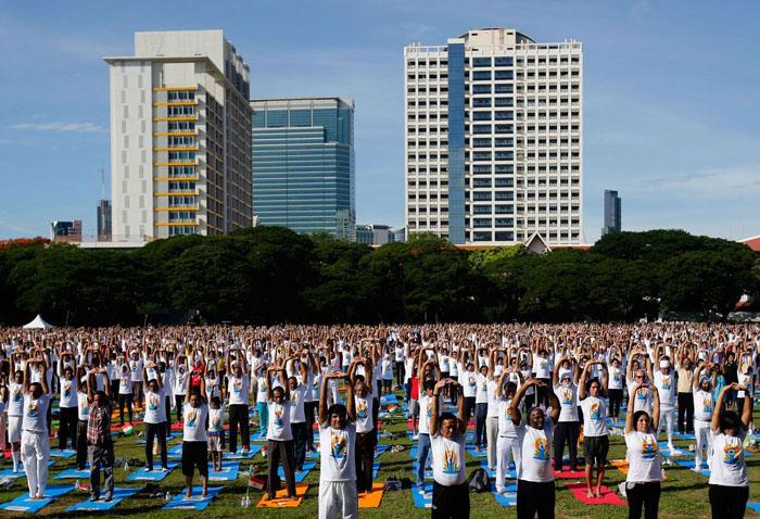 Бангкок, Тайланд. Поле перед университетом. 21 июня 2015 г.