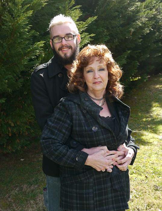 Пара поженилась через три недели после встречи.