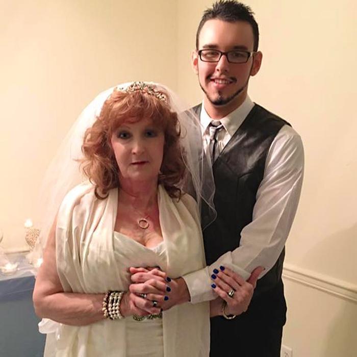 Альмеда и Гари женаты вот уже два года.