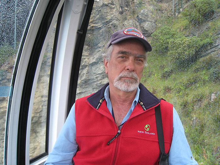 Брюс Люйендик (Bruce P. Luyendyk).