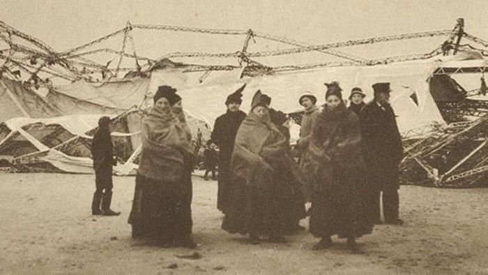 Пассажиры после кораблекрушения.