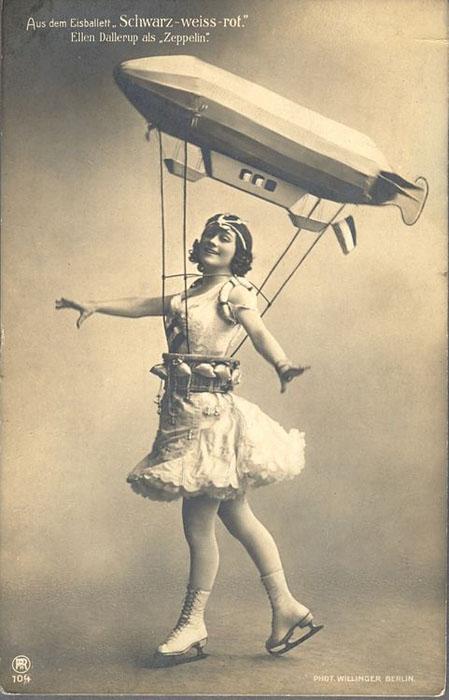 Девушка-дирижабль. На коньках. Это прекрасно.