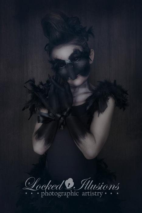 В маске.