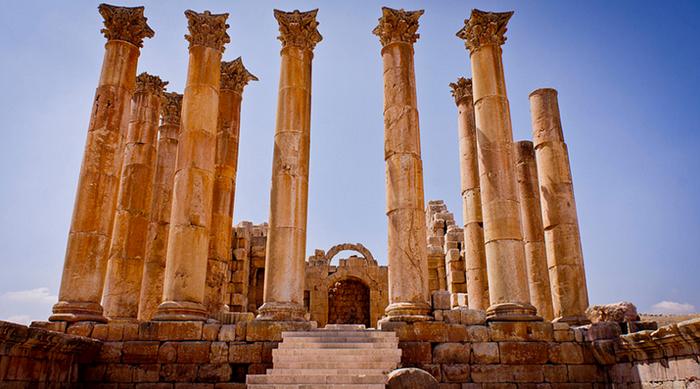 Колонны храма Артемиды.