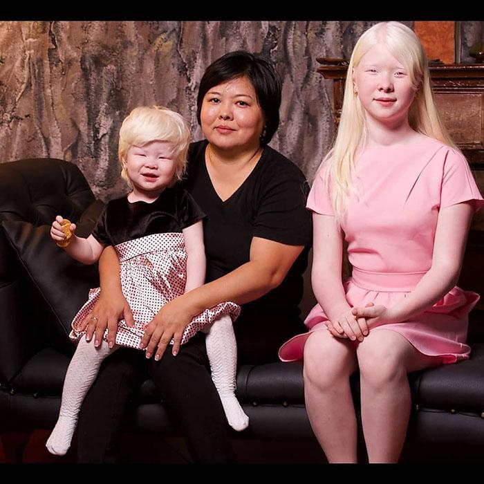 Айман с дочерьми Асель и Камилой.