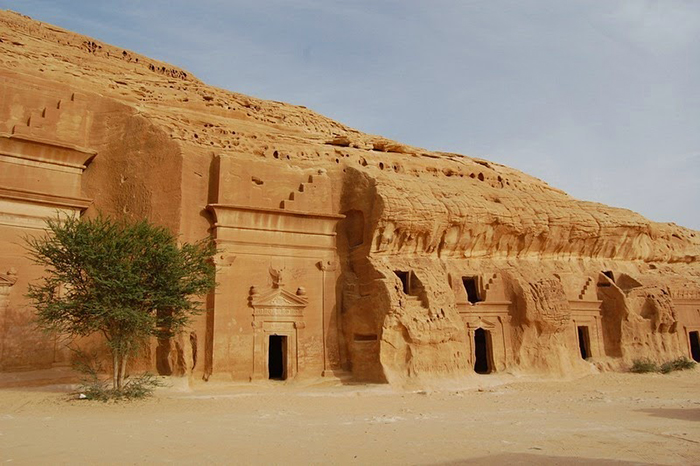 Другие гробницы Мадаин Салеха.