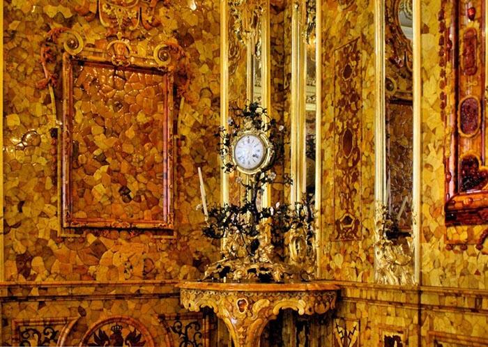 Существует несколько версий о судьбе Янтарной комнаты.