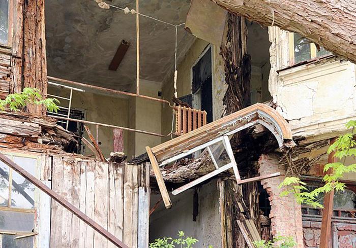 Разрушенное здание в Чернобыле.