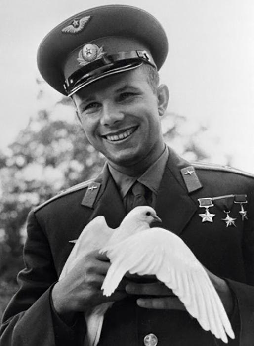 Юрий Гагарин мечтал о небе.