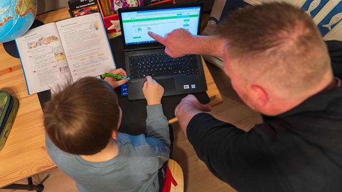 Домашнее обучение стало настоящим испытанием для многих родителей.