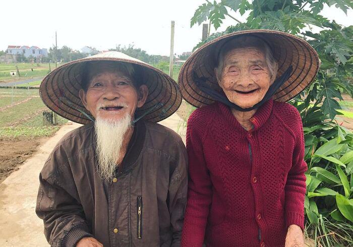 Они излучают счастье.